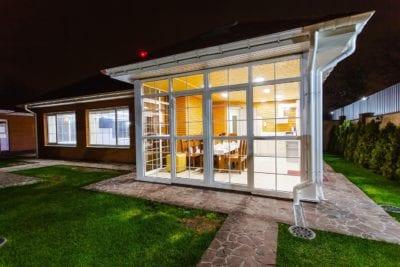 creation-d-une-extension-de-maison-laterale-avec-veranda-et-terrasse