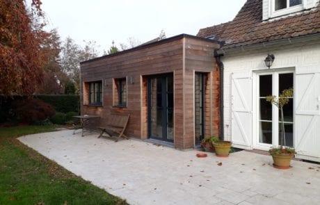 extension bois qui s'intègre parfaitement avec la maison en brique classique de notre région lilloise