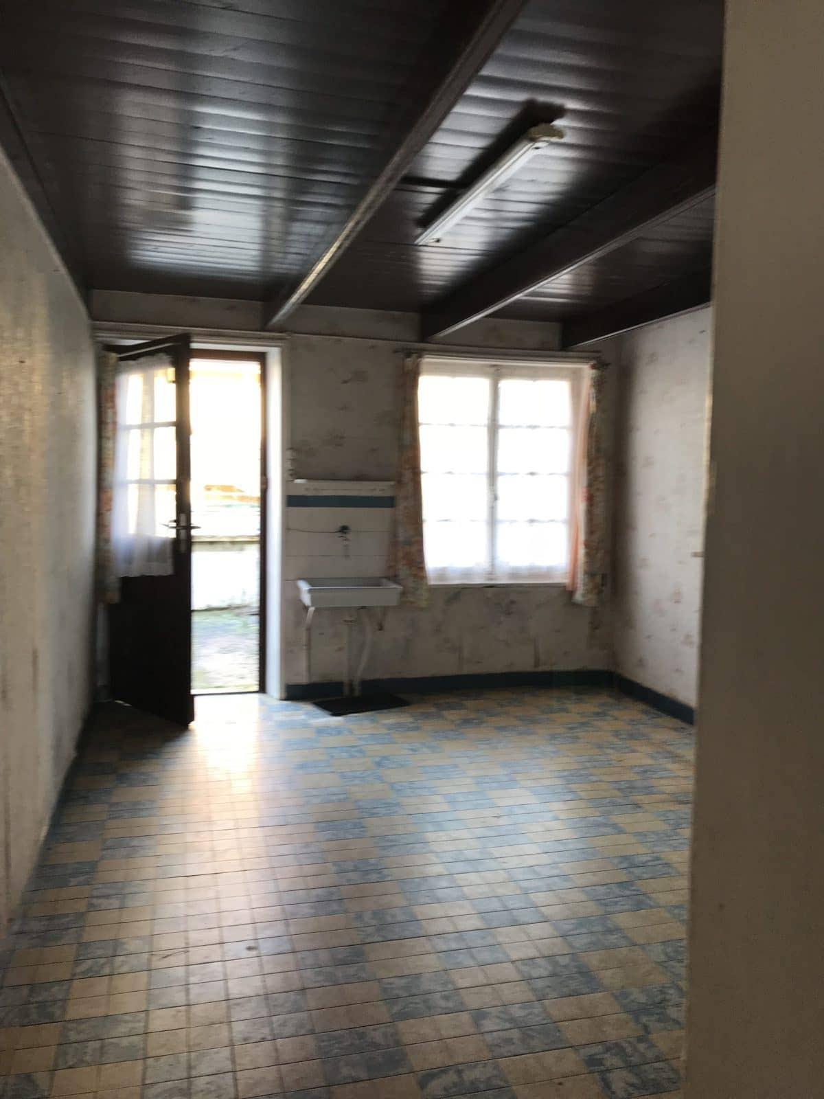 entree-et-salon-avant-travaux-de-renovation-et-creation-d-une-extension
