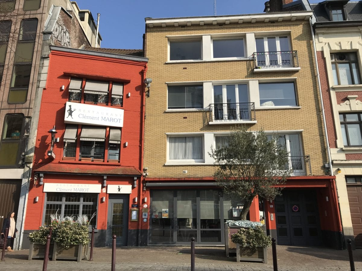 retaurant-club-marot-avant-travaux-facade-rouge