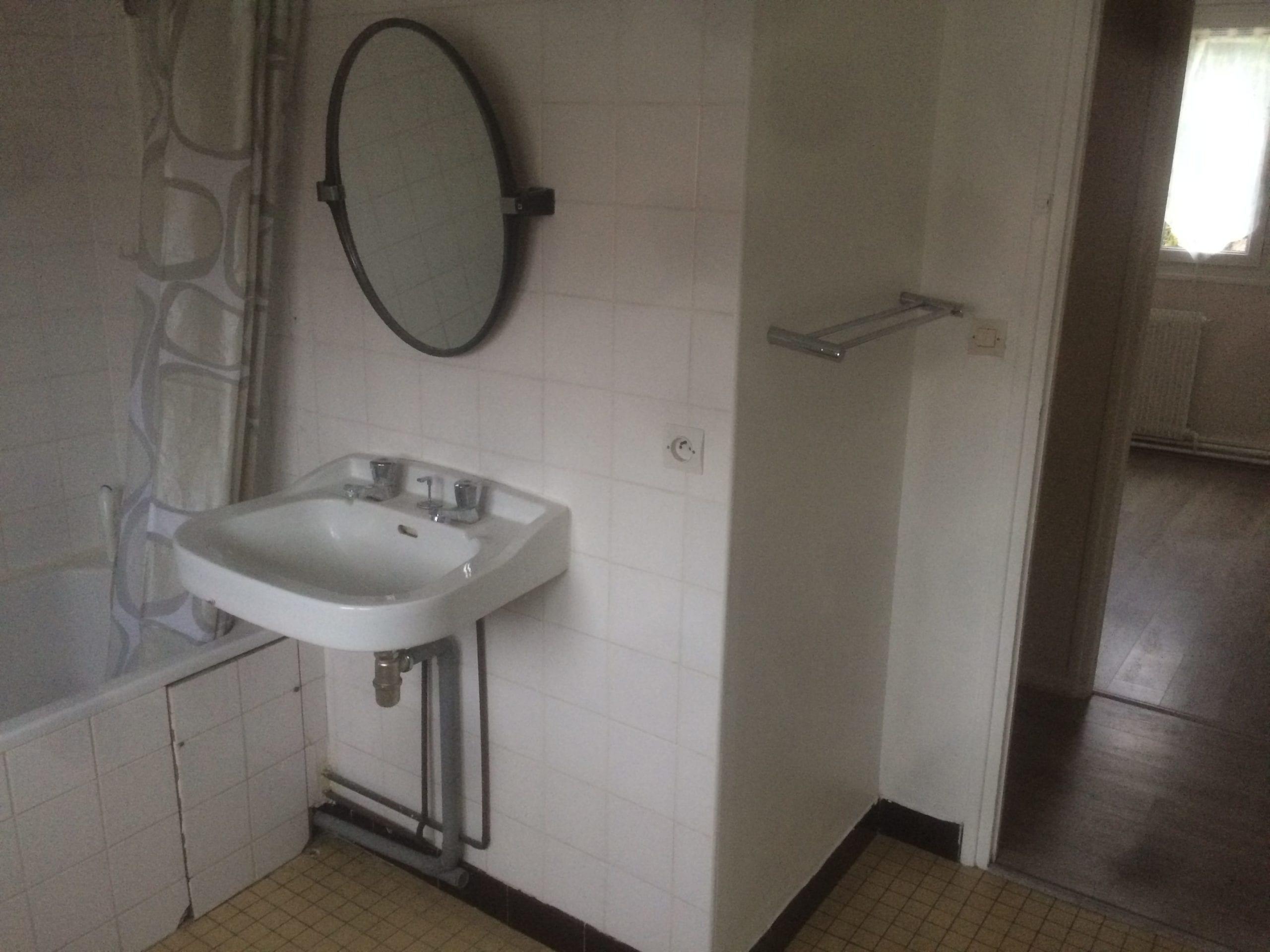 salle-de-bain-avant-travaux-de-renovation