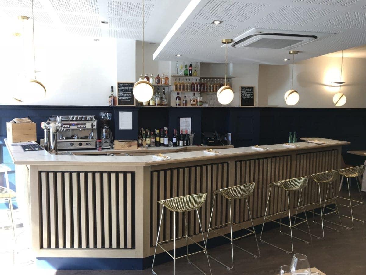 restaurant-club-marot-lille-bar-en-bois-de-chene