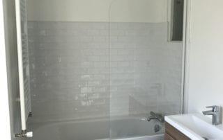 renovation-salle-de-bain-faience-type-metro-blanc