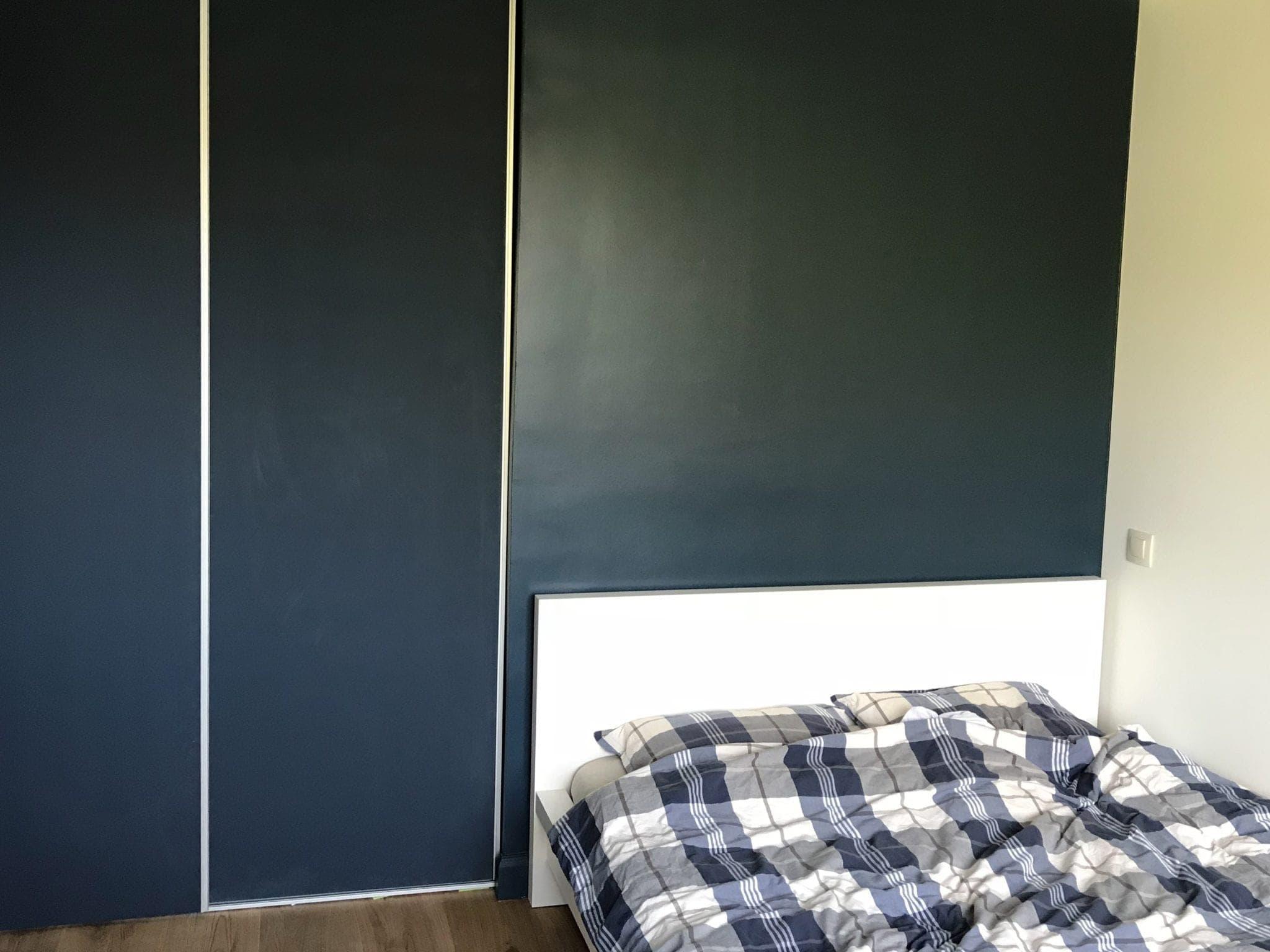 chambre rénovée avec intégration de placards