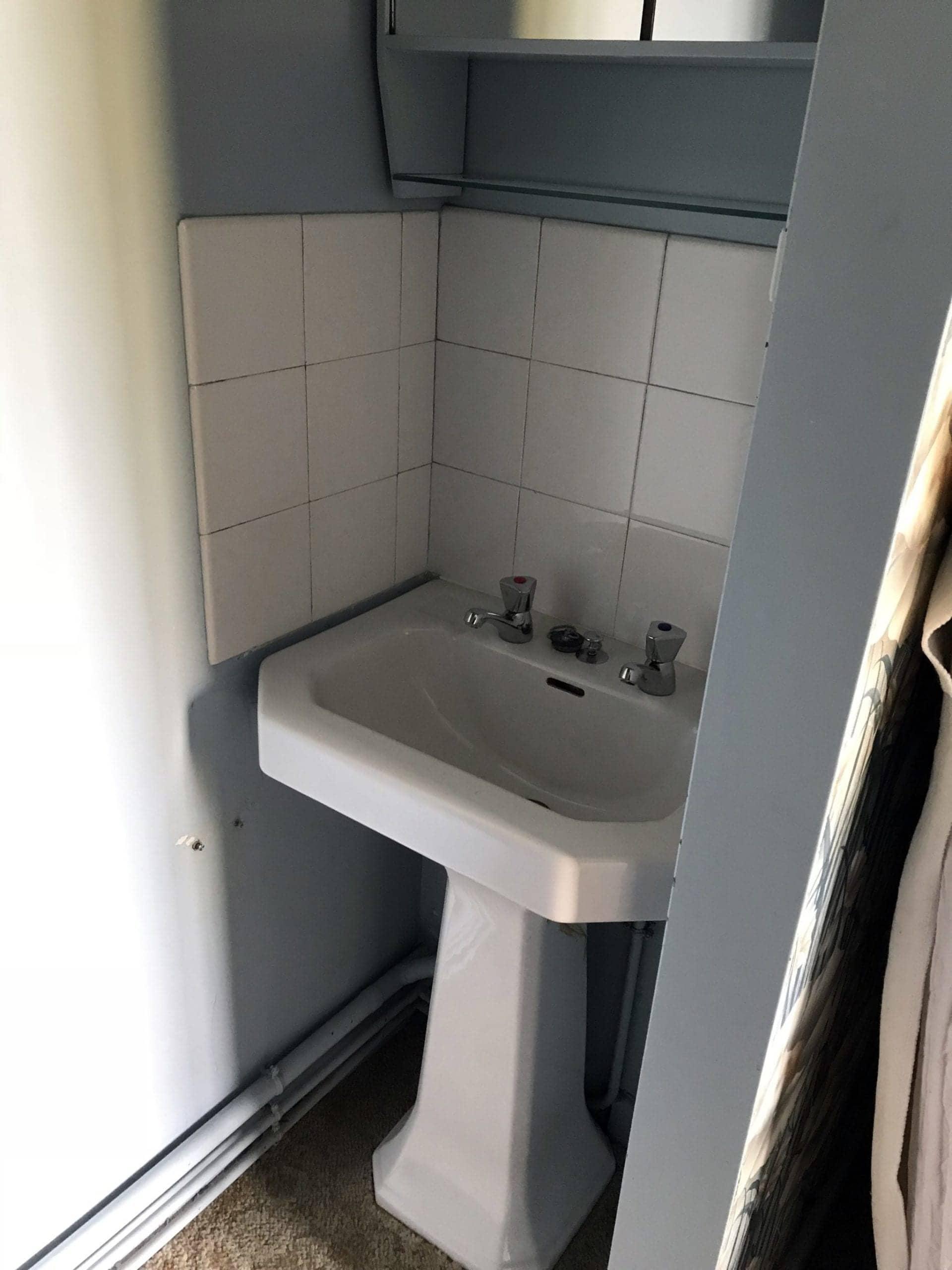 ancienne salle de douche à rénover
