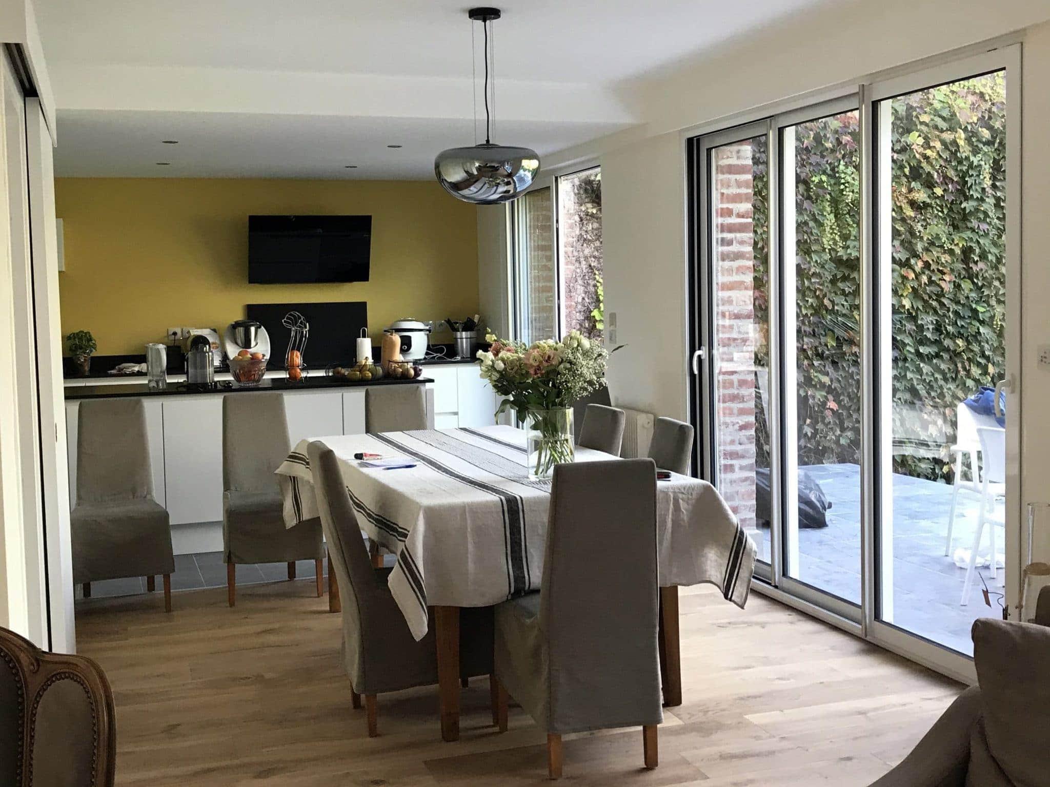 salle à manger cuisine et terrasse attenante