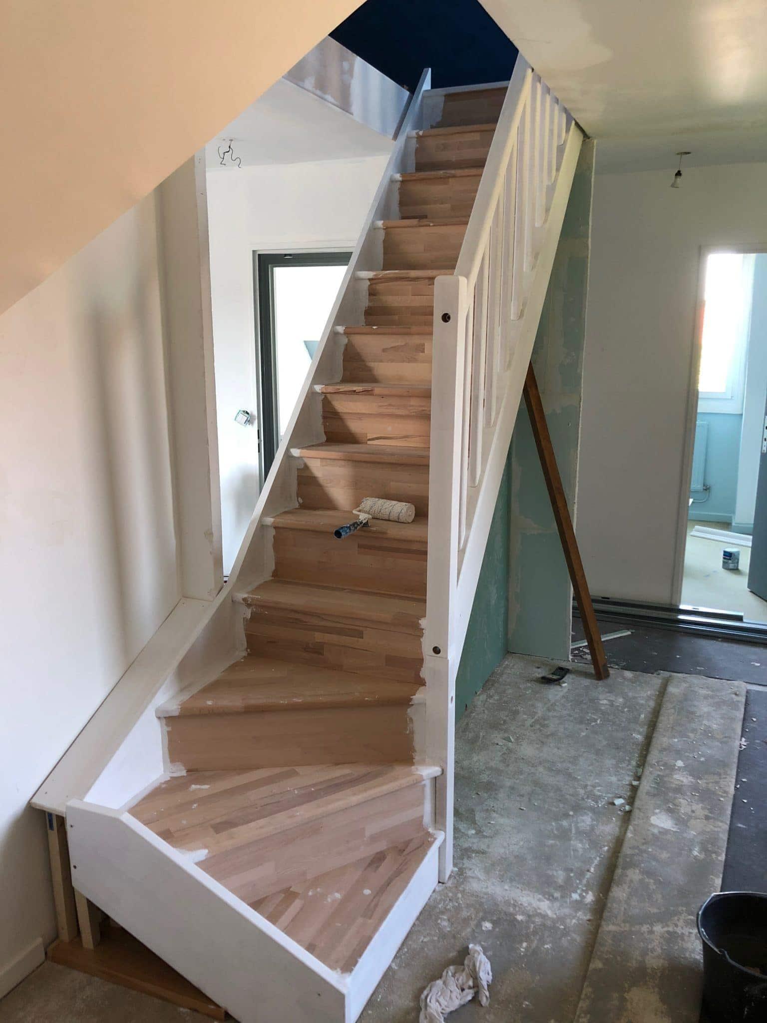 Pose d'un escalier pour accès aux combles
