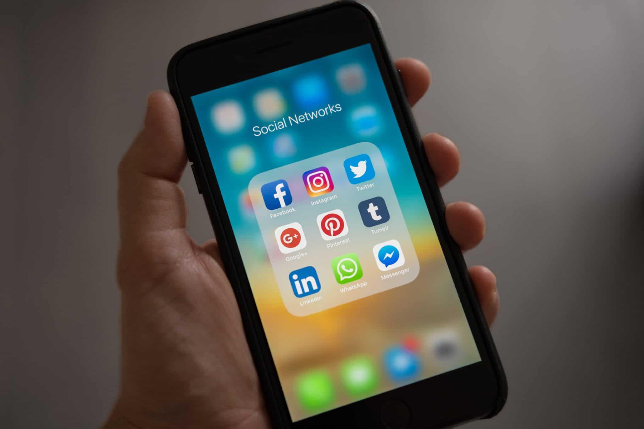 reynaud brunet est présent sur les réseaux sociaux suivez nous sur instagram facebook et linkedin